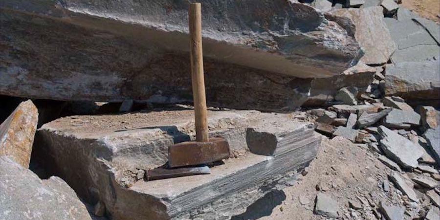 Skifer, hammer og meisel - verktøyet før og nå