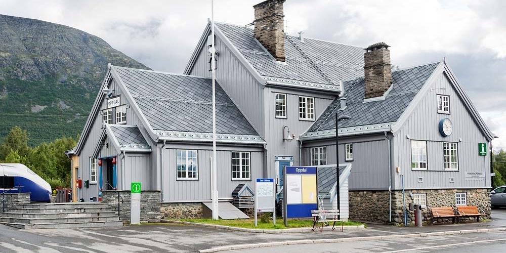 Oppdal Stasjon med takskifer fra Stoneart