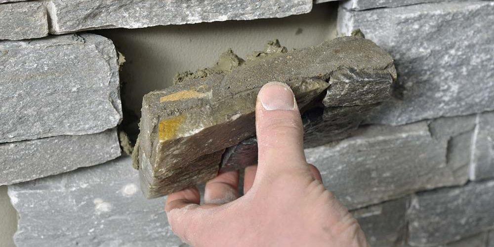 Tilspasning av steinpanel